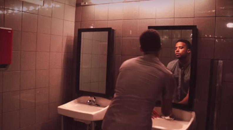突然、BARのトイレの鏡から謎の男が語りかけてきた。「衝撃の事実」に酔いが覚めた理由が…