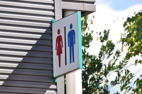 夏コミ初心者がトイレを絶対漏らさない方法!2017年コミケで使えるトイレ&周辺施設まとめ